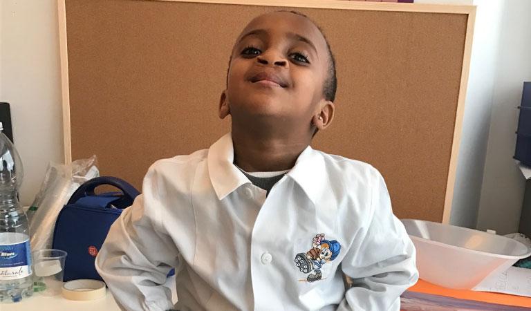 Bambino eritreo inserito alla scuola materna.