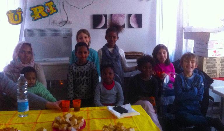 L'integrazione avviene anche grazie a piccole feste di compleanno.