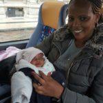 Seleme e Bana sull'autobus in partenza per Roma.