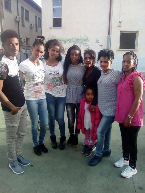 Le ragazze eritree ospitate da Progetto Itaca a Roma in partenza per la Germania.